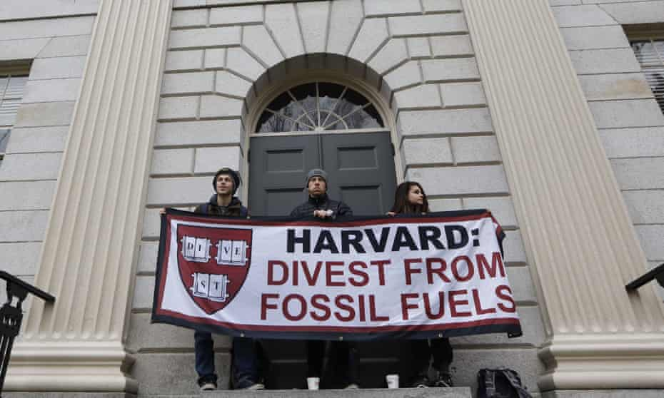 Harvard student activists block the entrance to University Hall in March 2017.