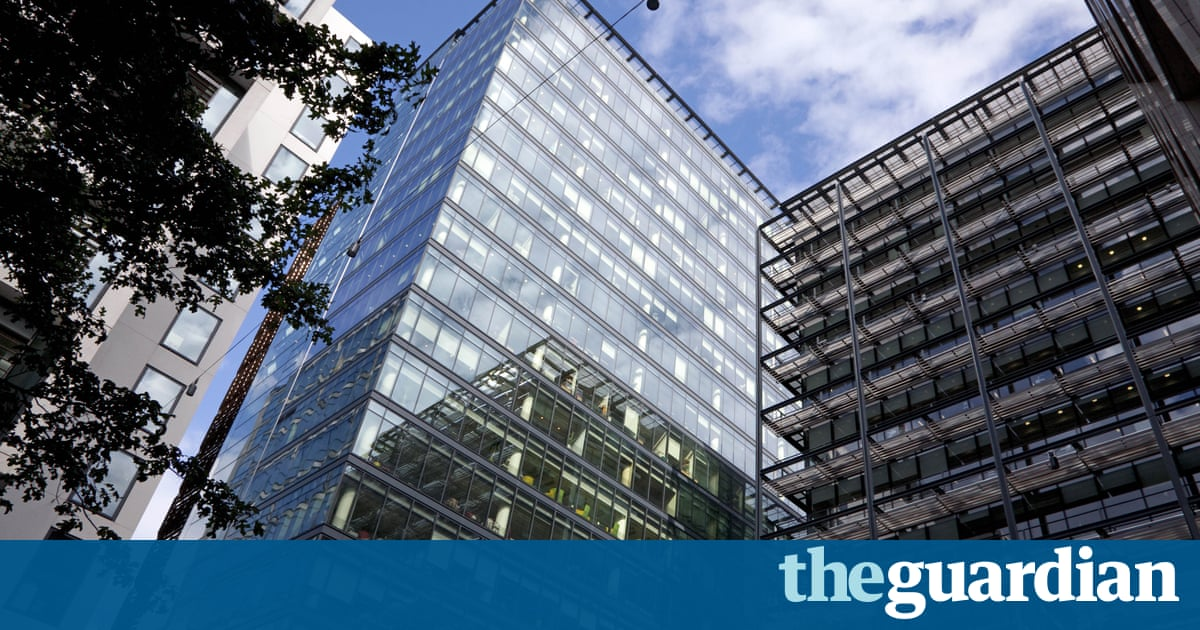 FTSE 100 executive pay falls by 19% ahead of controversial reforms, says Deloitte