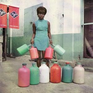 Shop assistant Sick Hagemeyer in Accra, circa 1971