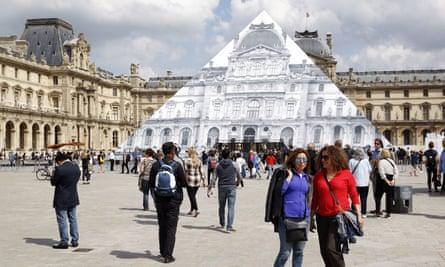 europe paris tourists
