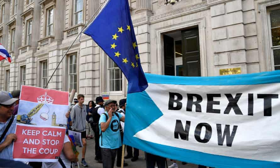 Pro- and anti-Brexit campaigners