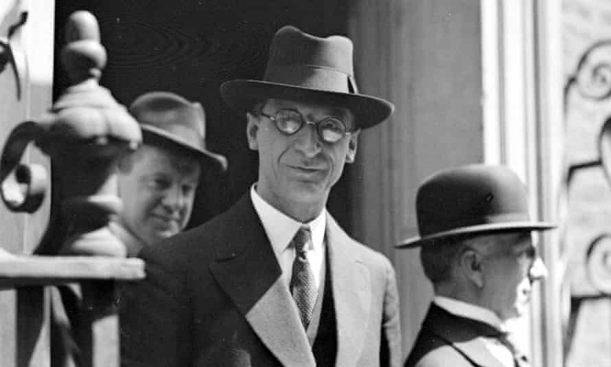 Eamon De Valera on the steps of No 10 Downing Street in 1932.