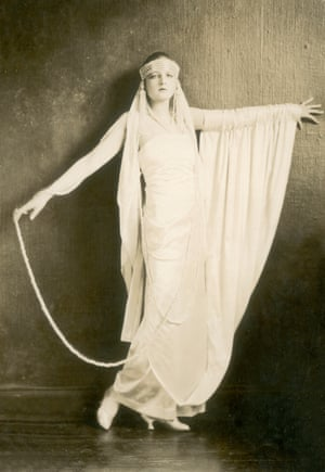 Showgirl Dolores in 1919