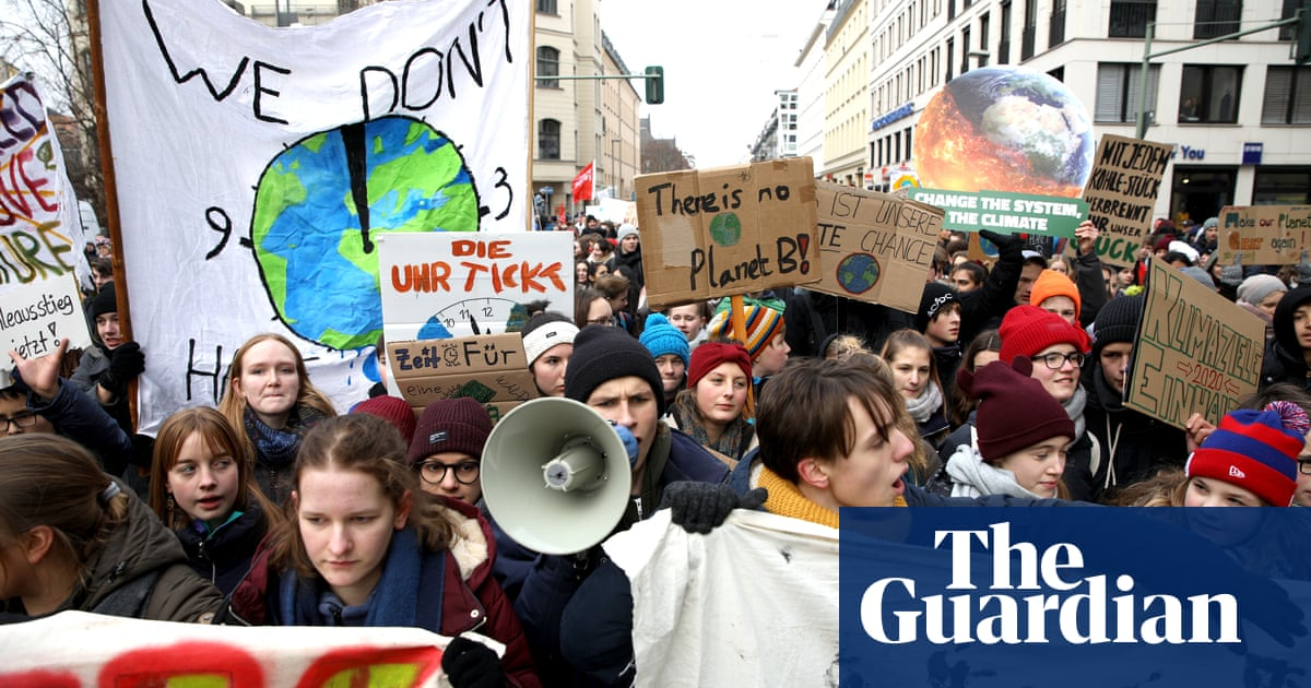 Thousands join school strikes over climate change - BBC News