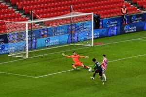 Alli's shot is saved by Lonergan.