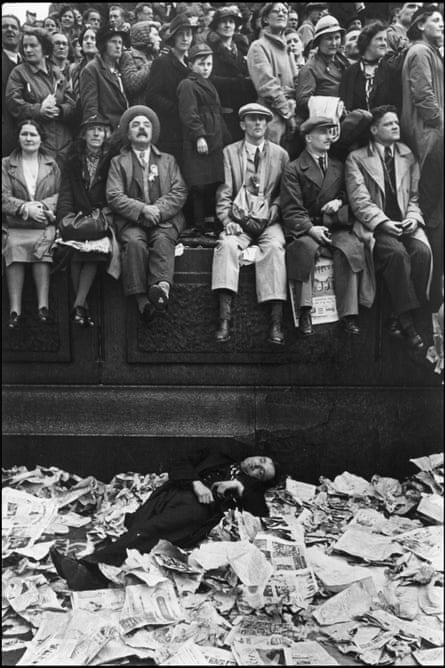 Coronation of King George VI, London, 12 May 1937 by Henri Cartier-Bresson.