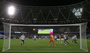 Villa goalkeeper Martinez watches Bowen's header.