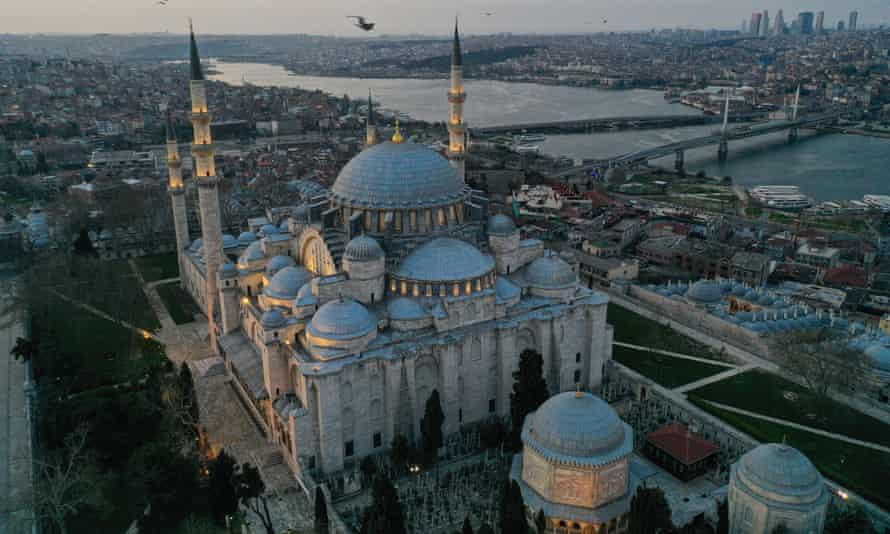 Aerial view of the Süleymaniye mosque in Istanbul.