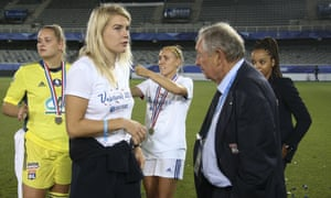 Gérard Houllier, who took a keen interest in the Lyon women's team, talks to striker Ada Hegerberg in August.