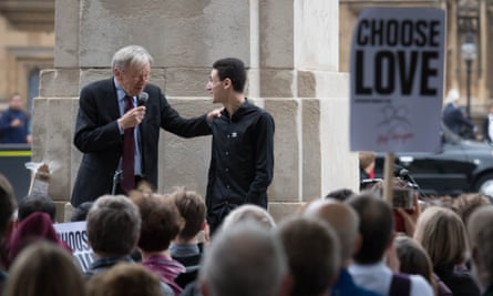 Alf Dubs speaks to Ishmael, a Syrian refugee who arrived in the UK from a camp in Calais last year, at a rally in Westminster.