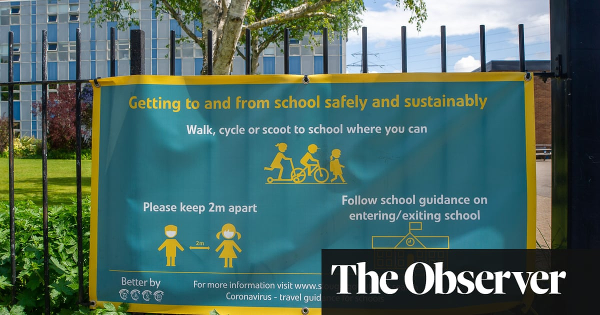 No 10 'tried to block' data on spread of new Covid variant in English schools