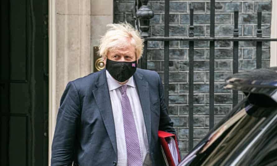 Global experts urge Boris Johnson to delay 'dangerous' Covid reopening | Coronavirus | The Guardian