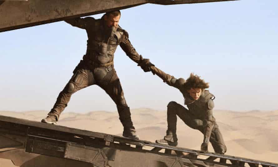 Josh Brolin and Timothée Chalamet in Dune.