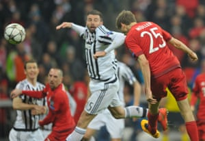 Thomas Müller heads home Bayern Munich's equaliser.