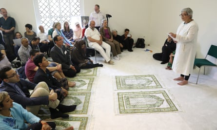 Seyran Ateş (right) introduces Friday prayers during the opening of the Ibn-Rushd-Goethe mosque