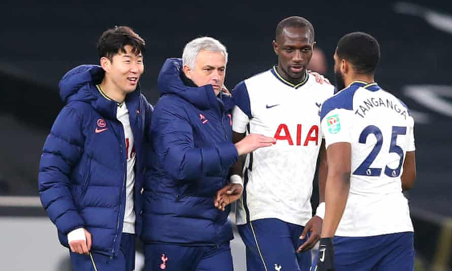 José Mourinho places a hand on Moussa Sissoko's shoulder as Tottenham celebrate reaching the Carabao Cup final.