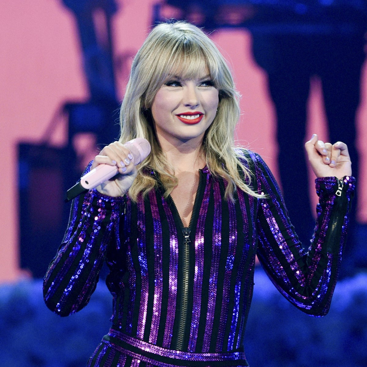 Taylor Swift Cleared To Perform Old Songs At Amas After Label Backs Down Music The Guardian