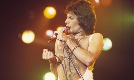Freddie Mercury performing with Queen in 1977.