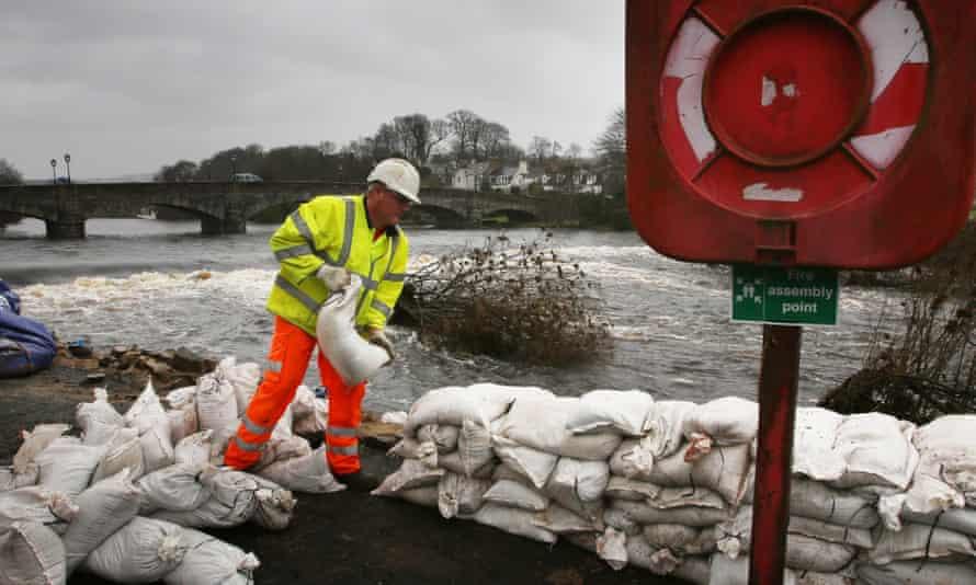 Workers build sandbag walls in Newton Stewart after Storm Frank