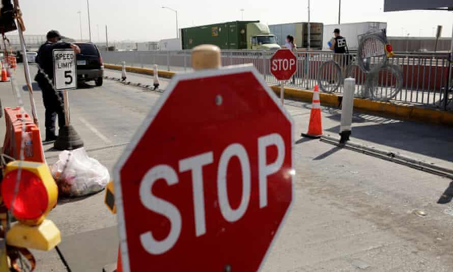 A general view of the Zaragoza-Ysleta border bridge crossing towards El Paso, Texas, from Ciudad Juárez.