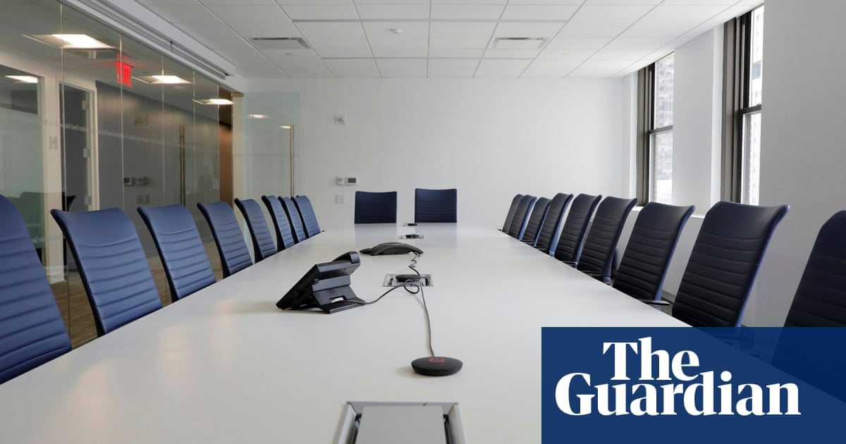 Smaller LSE firms lag far behind large companies on female directors, study shows