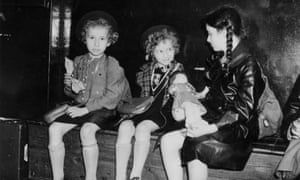 Three Jewish refugee children from Germany and Austria waiting to be collected at Liverpool Street station in July 1939, the same year Susi and her sister Lotte travelled to the UK.