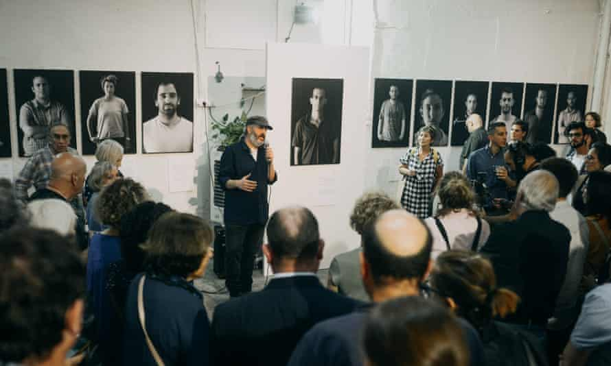 Quique Kierszenbaum addresses the audience at the opening of EXPOSE[D] exhibition.