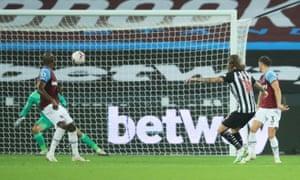 Newcastle United's Jeff Hendrick scores their second goal.