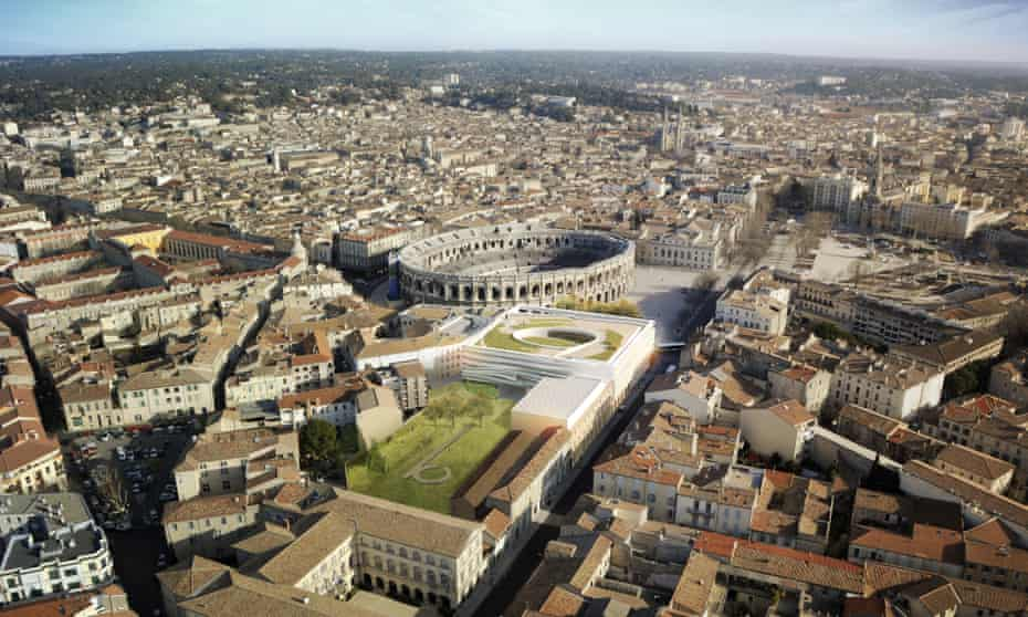 Aerial view of the new museum and the city of Nîmes.