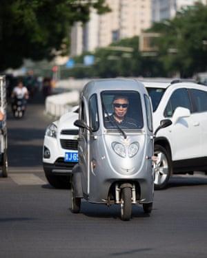 Electric three wheeled vehicle