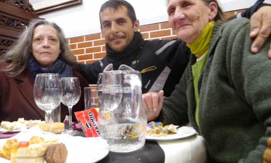 Antonio Gutiérrez enjoying his meal at the Robin Hood restaurant