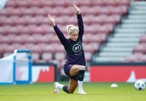 The England captain, Steph Houghton, in training yesterday.