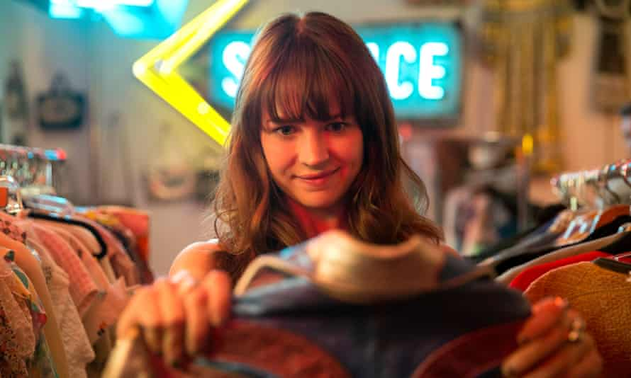 Money makes her cry ... Britt Robertson as Sophie.