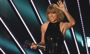 "Taylor Swift accepts album of the year for ""1989"" during the iHeartRadio Music awards."