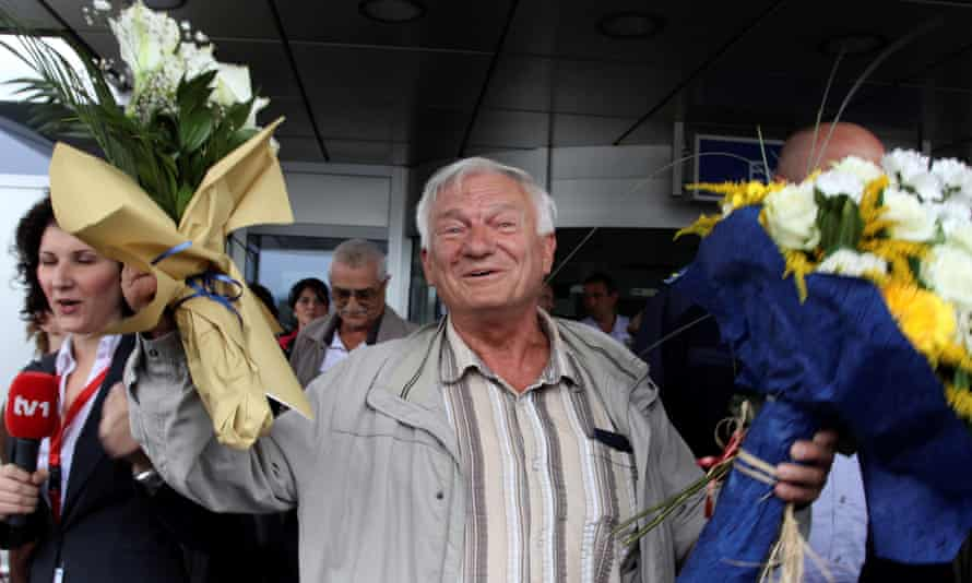 Jovan Divjak at Sarajevo airport in July 2011 following his release in Vienna, after an Austrian court rejected a politically motivated extradition application from Serbia.
