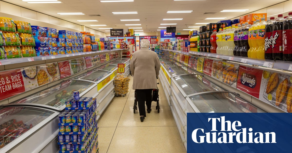 Retailers call for early easing of self-isolation rules in England