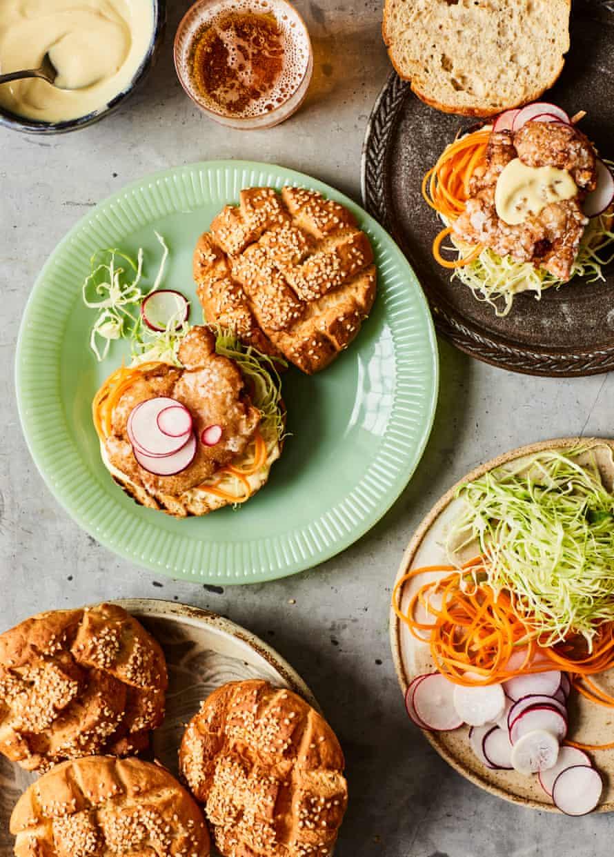 Dan Lepard's sesame bun with senzanki chicken.