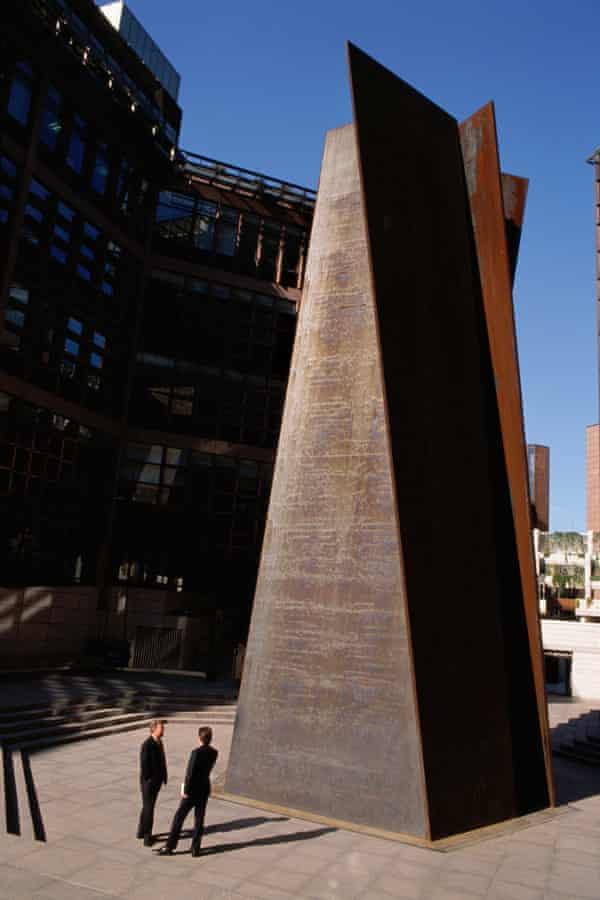 Richard Serra's Fulcrum outside Liverpool Street Station, London, in 1995.