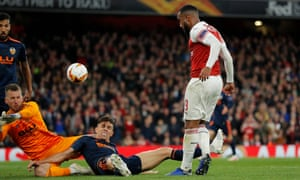 Alexandre Lacazette of Arsenal has his shot blocked by Norberto Murara Neto and Gabriel Paulista of Valencia