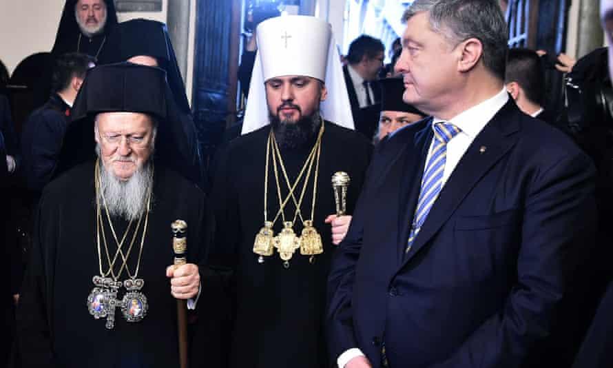 Bartholomew I, Metropolitan Epiphanius and Petro Poroshenko at the 'tomos' ceremony.