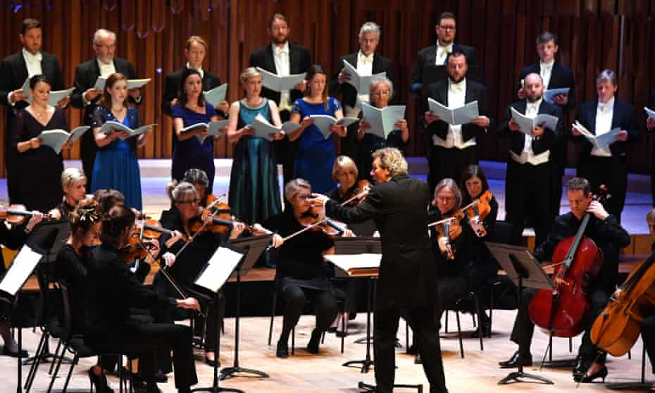 Harry Christophers conducts the Britten Sinfonia and the Sixteen  in MacMillan's Stabat Mater.