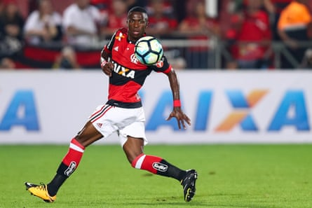 Vinícius in action for Flamengo in 2017.
