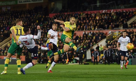 Teemu Pukki shatters Bolton to keep Norwich top after Ameobi's red