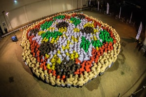 More than 800 Just Eat employees from around the world took part in a challenge to set a new Guinness World Record for the largest human image of a pizza.