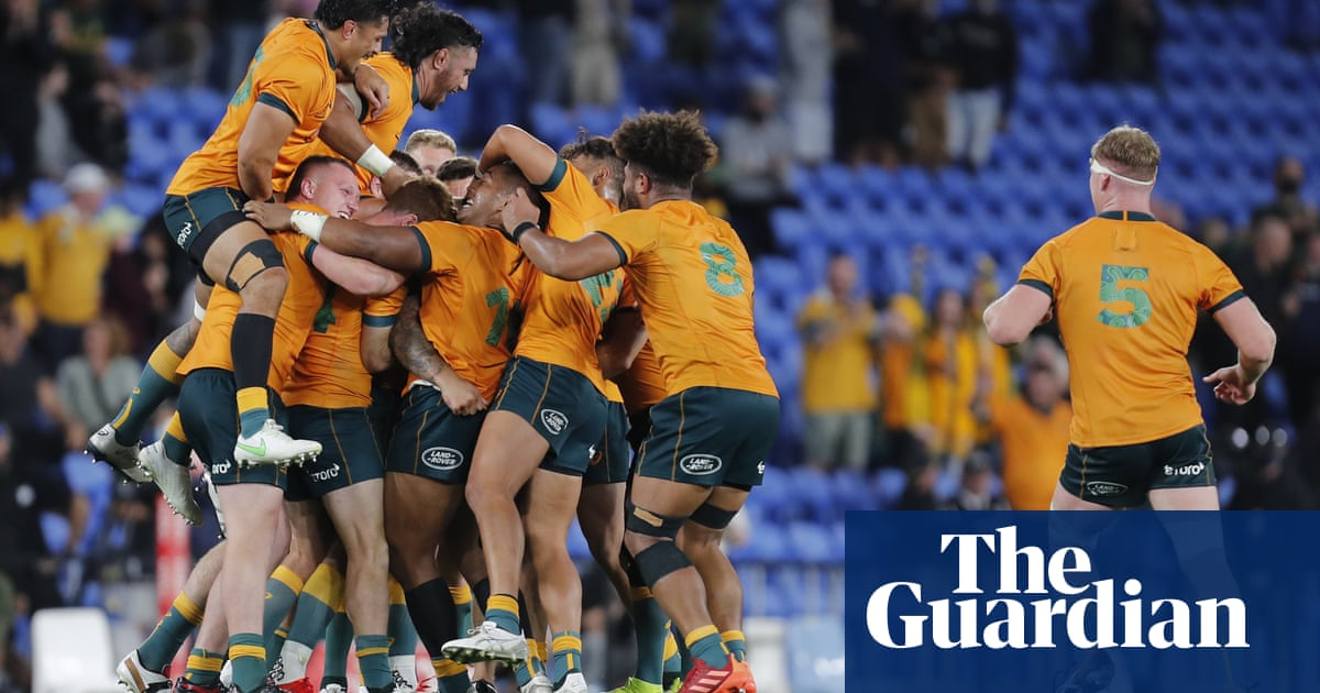 Quade Cooper lands kick after siren as Australia stun South Africa in Rugby Championship