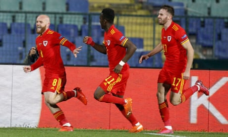 Nations League roundup: Williams axis strikes late again as Wales top group