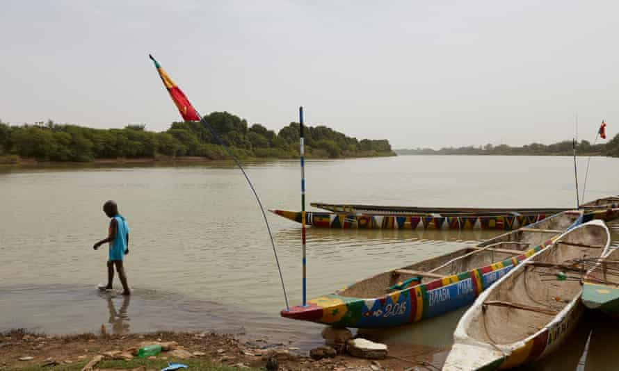 Tales of the riverbank: fishing boats on the Fleuve.