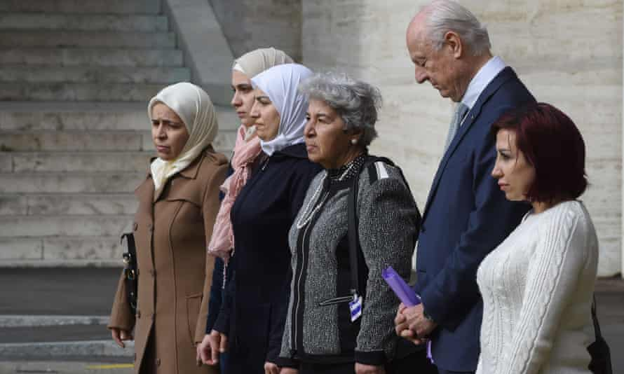 Staffan de Mistura, the UN special envoy to Syria, prays with a group of Syrian women in Geneva.