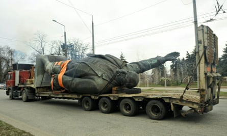 A truck carries a dismantled statue of Lenin in Zaporizhia, Ukraine.
