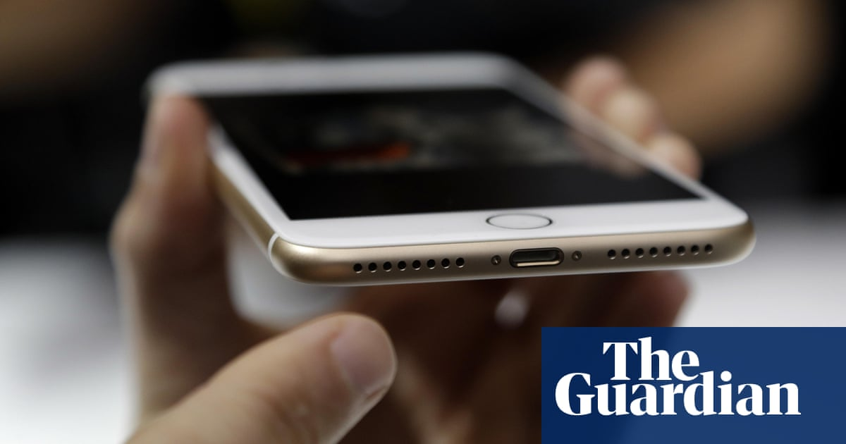 Iphone 7 Review Roundup How Big A Problem Is The Absent Headphone Jack Iphone 7 The Guardian